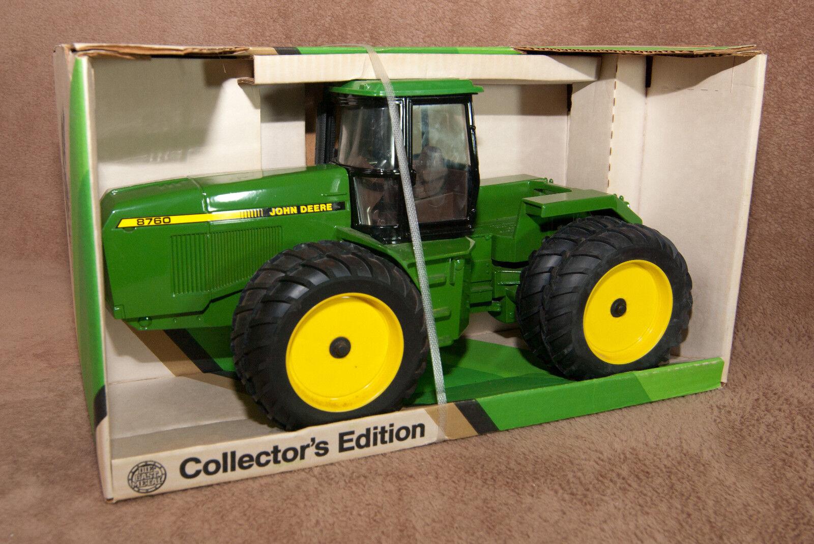 John Deere John Deere Tractor #4 100% Original Rare Pin Badge Business, Office & Industrial