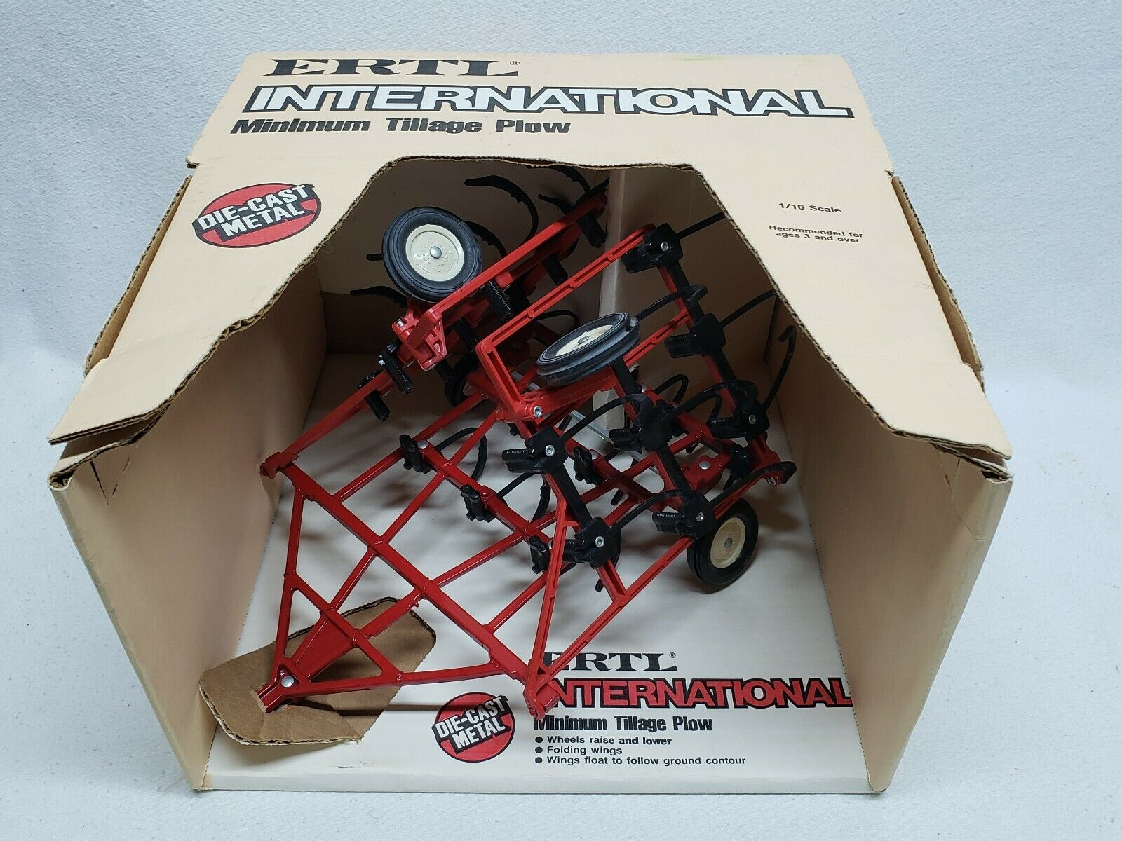 Vintage ERTL International IH Minimum Tillage Plow 1 16 Farm Toy Tractor NIB