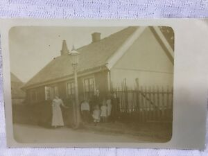 1900S-Vintage-Photo-Postcard-Family-In-Front-Of-House