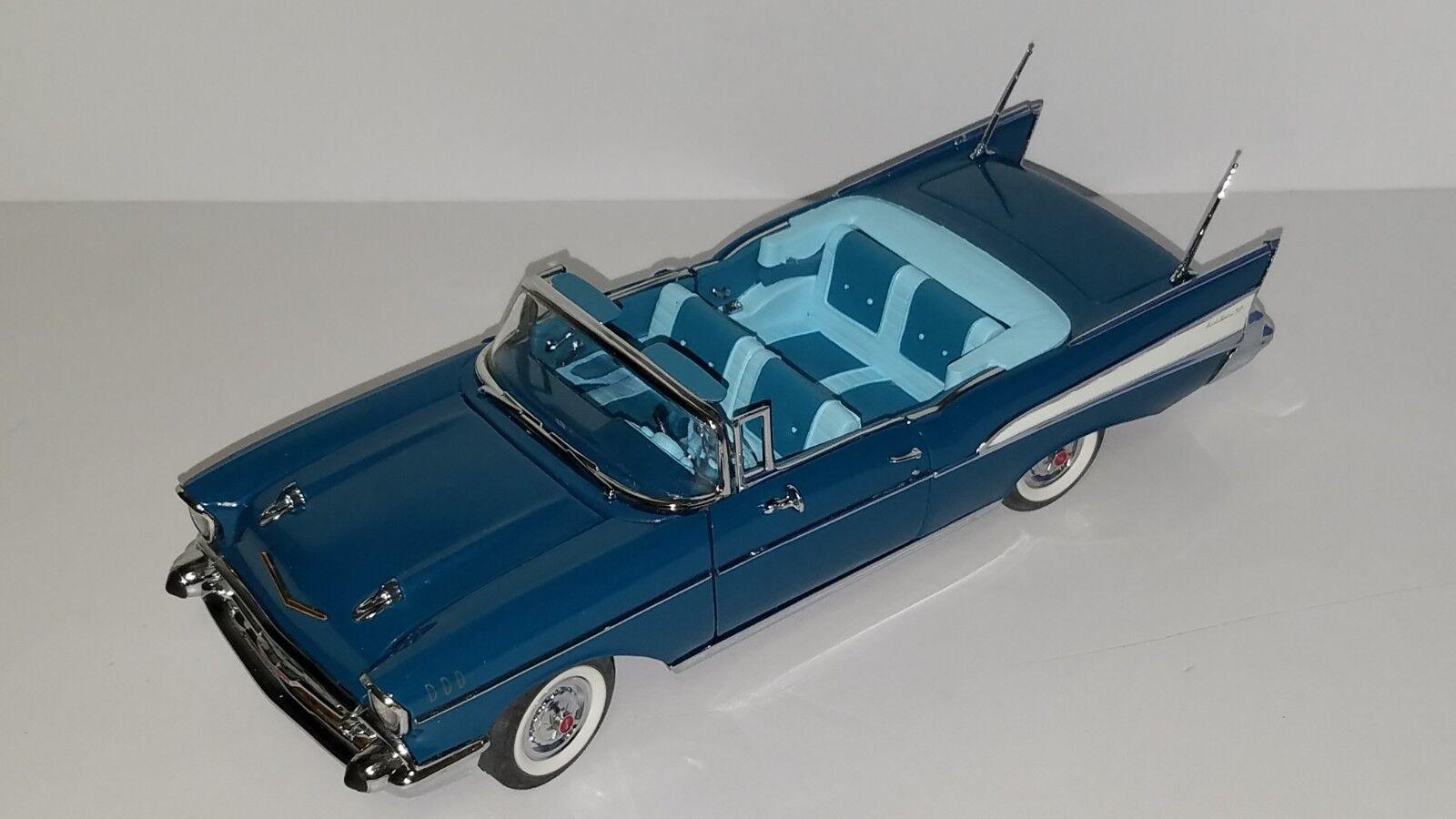 1 24 DANBURY MINT 1957 CHEVROLET BEL AIR CONgreenIBLE blueE