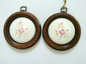 Wall-Plaque-Round-Ceramic-Tile-Rose-White-Wood-Frame-Shabby-Cottage-Chic