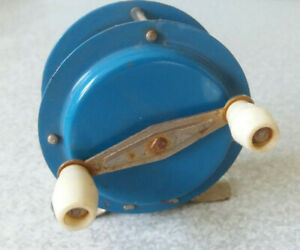 VINTAGE-SMALL-BLUE-METAL-amp-BAKELITE-FISHING-REEL-2-1-2-INCH-DIAMETER