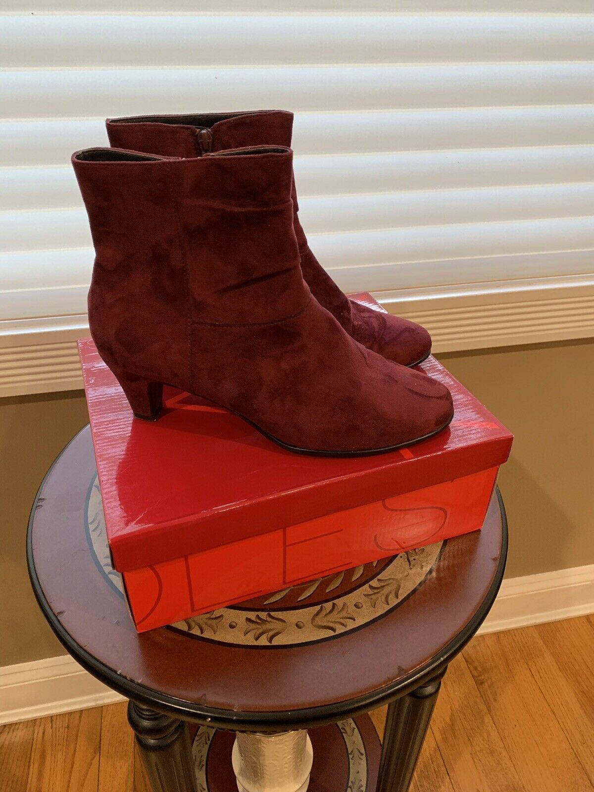 Aerosole Red light Wine colord Bootie (authentic Womens ankle boots.) W-10 Wide