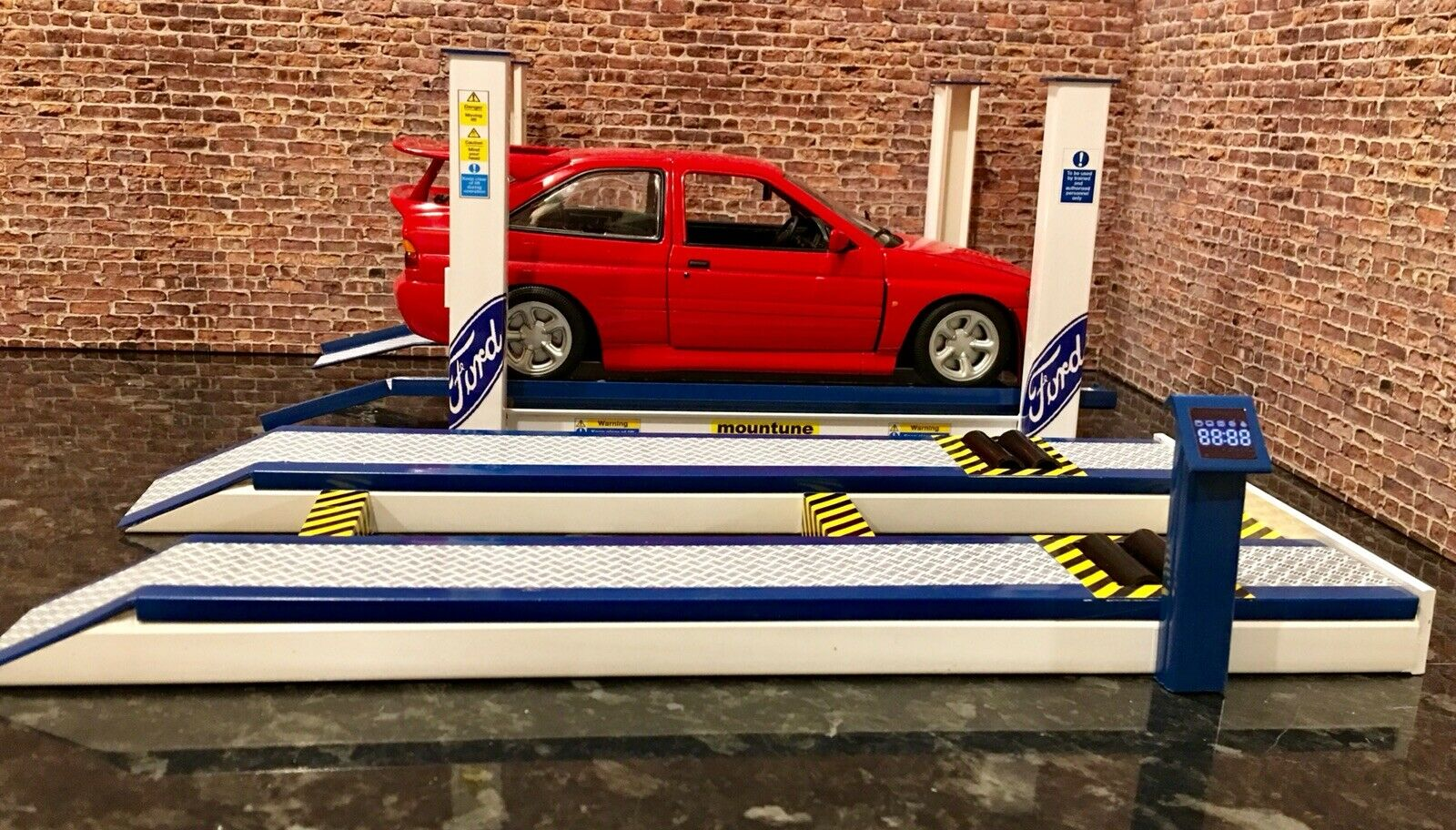 1 18 Scale 4 post garage ramp And 1 18 Scale Rolling Road