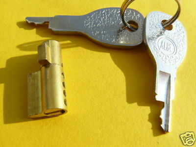 SECURITY LOCK FOR ERDE  & DAXARA TRAILERS. Cheapest on EBAY