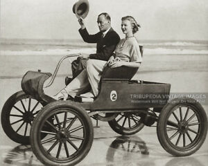 Vintage-1920s-Photo-Fashionable-Couple-Driving-on-the-Beach-1900s-Oldsmobile