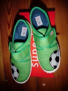 sale retailer e4917 bb456 Details zu Superfit Hausschuhe GR 35 WM IV Fußball ! NEU ! Bill grün Junge  Schuhe Nr 1
