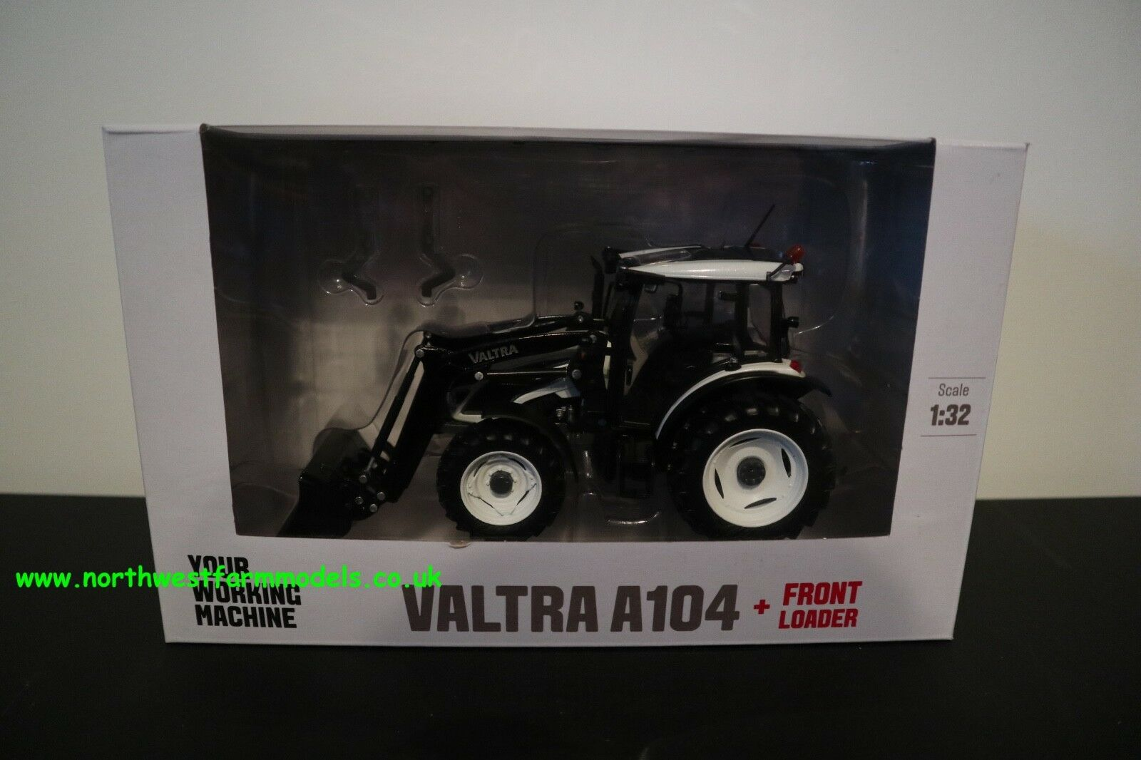 Ros 1 32 échelle VALTRA A104 avec chargeur frontal (Blanc)