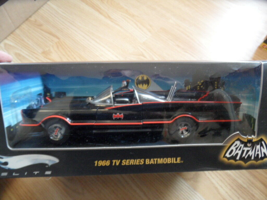 HotWheels Bat Man Elite Batmobile 1966 TV series . 1 18  (2007)
