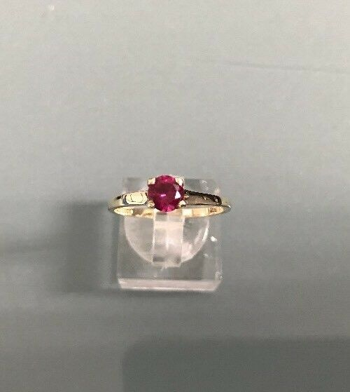 Women's 9ct gold Vintage Synthetic Ruby Solitaire Ring Weight 1.7g Size P 1 2