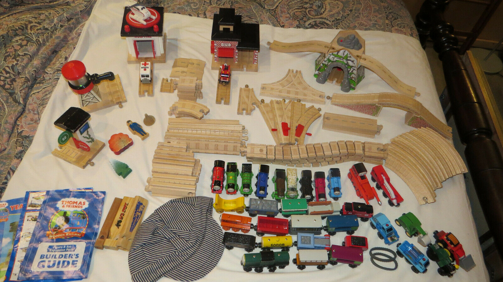 Thomas Wooden Railway Set, Accessories, Track, Engines, Cars, Buildings