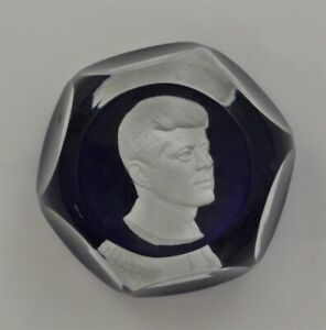 Limited-Edition-Blue-Faceted-BACCARAT-Crystal-JOHN-F-KENNEDY-Paperweight-amp-Box