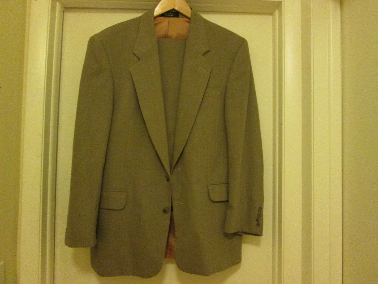 Gianfranco Ruffini Made In  Size 36 Suit New No Tags 100% Wool Never Worn