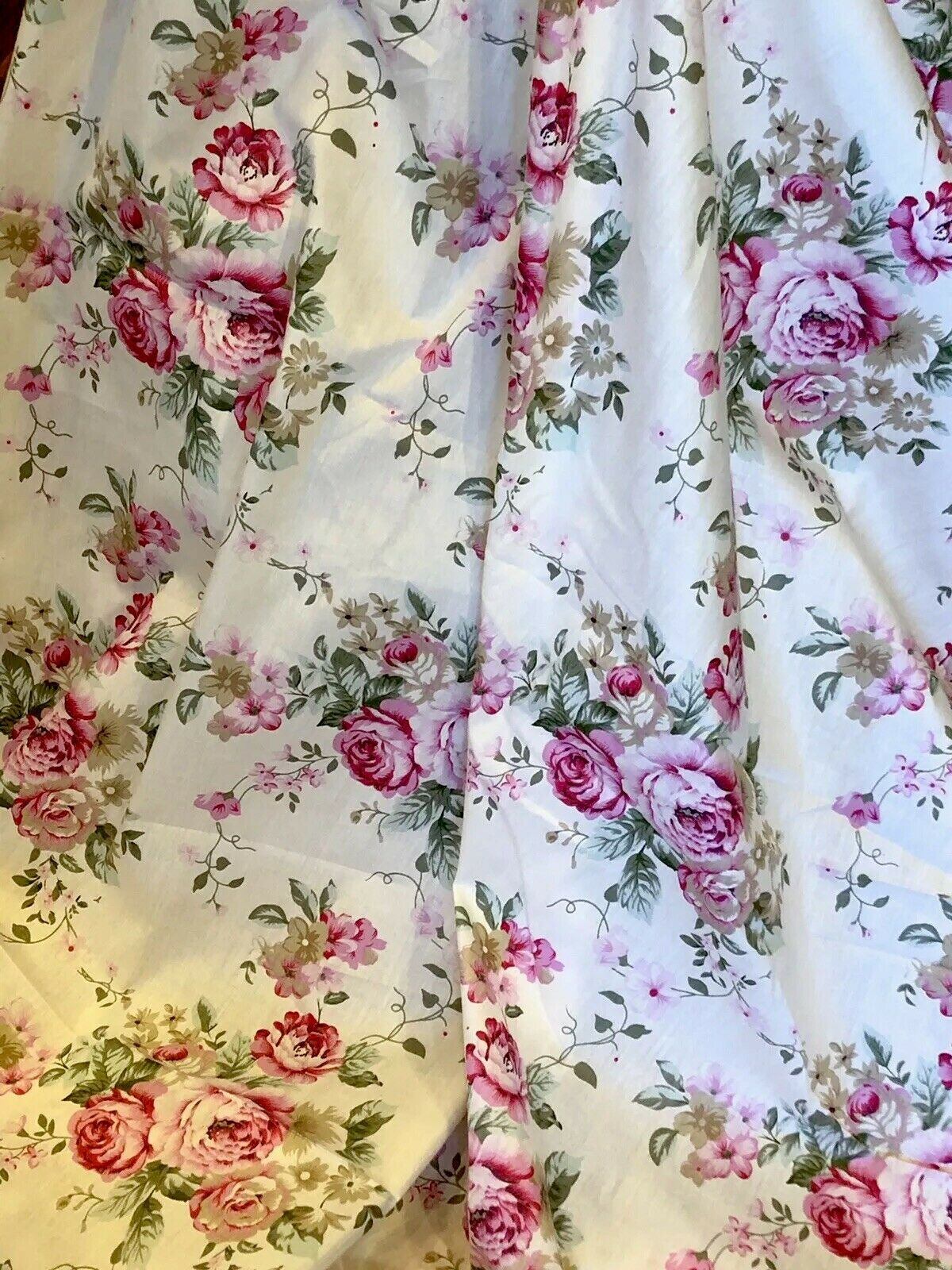 Image 01 - 5 Yards. Vintage Waverly Cotton With Red Roses. Great Quality.