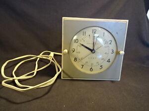 "Old Vtg General Electric Model #281H Chef Desk Alarm Clock Cream Color 6"" x 6"""