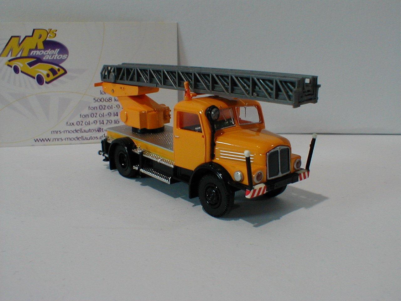 Brekina 71728-IFA S 4000-1 DL 25 kommunal véhicule dans  JAUNE-gris  1 87 NEUF