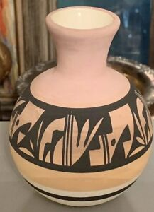 Vintage-RARE-STUDIO-POTTERY-PIT-FIRED-GEOMETRIC-SERIES-PILLOW-VASE-Signed