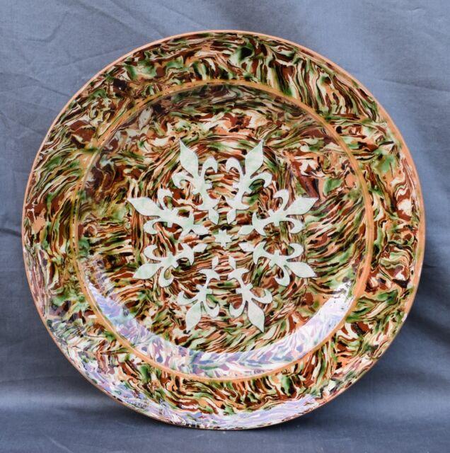 GRAND PLAT ROND F PICHON UZES TERRE MÊLÉE décor de fleurs de lys XIXème siècle