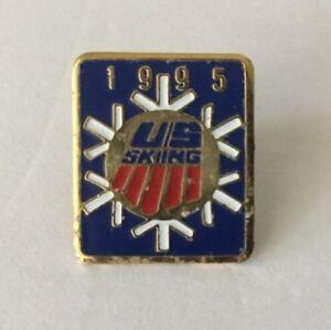 1995-Winter-Olympics-US-Skiing-Team-Gold-Tone-Ski-Olympic-Hat-Lapel-Tie-Pin