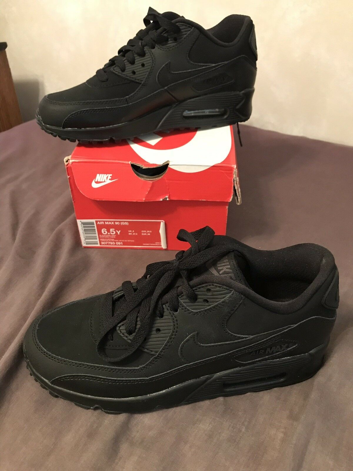 BRAND NEW IN BOX  Nike Air Max 90 - Black Youth Size 6.5 -UNWORN  sneakers shoes