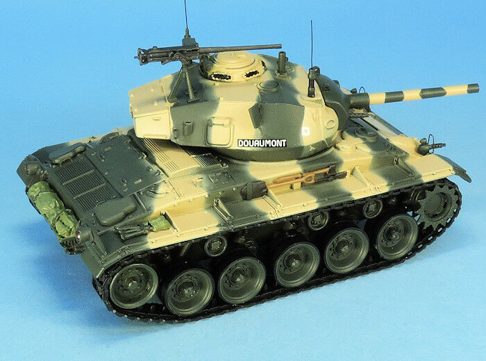 MASTER FIGHTER 1 48 TANK CHAR M24 CHAFFEE 1er Rgt Chasseur DOUAMONT 1954 48602FR