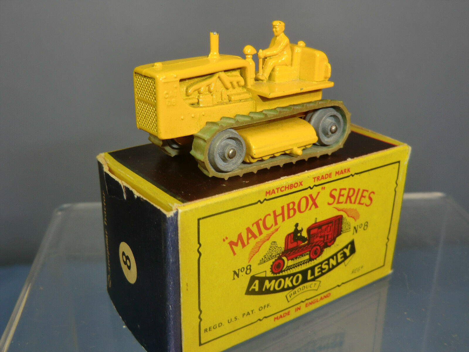 MATCHBOX  LESNEY MODEL  NO.8c CATERPILLAR TRACTOR (48mm)   VN MIB