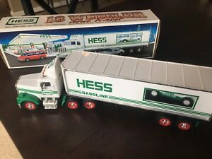 HESS* 1992* 18* WHEELER* TRUCK* AND* RACER* MINT* IN* BOX*