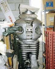 Lost In Space Robot In Storage Studio Lot Prop 8x10 Photo (20x25 cm approx)