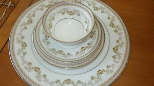 Noritake Shelburne China Dinnerware Set Yellow Brown Flowers rimmed gold 30 piec