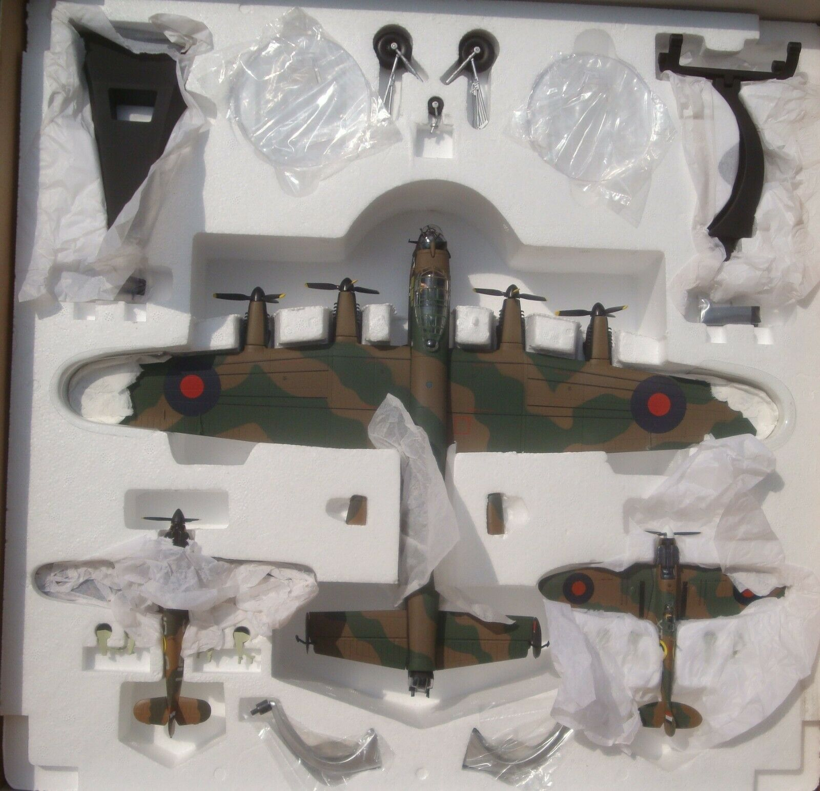 Corgi AA32602,  Batalla de Gran Bretaña , Lancaster, Spitfire & huracán, 1 72 (nuevo)