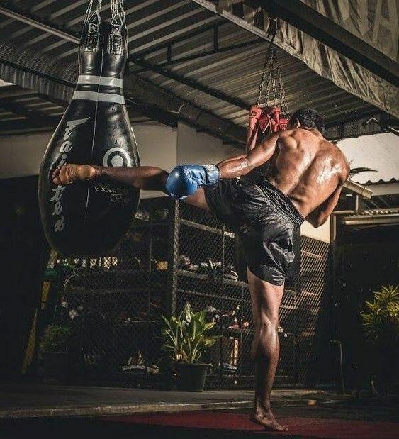 FAIRTEX HB10 BOWLING BAG MUAY THAI MMA KICK BOXING K1 UNFILLED EXPRESS SHIPPING