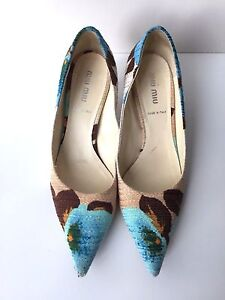 MIU-MIU-PRINTED-POINTED-TOE-CANVAS-PUMPS-36-5