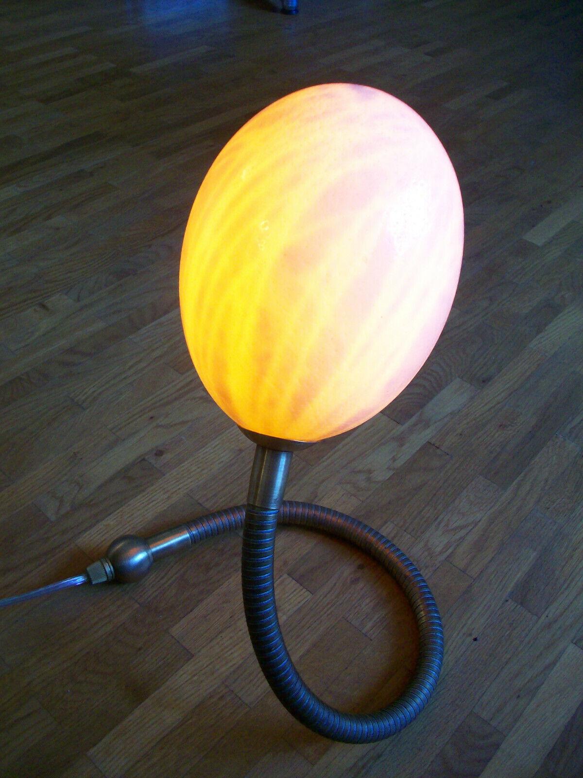 Straußenei-Lampe, Tischlampe, echtes Straußenei, Messingarm