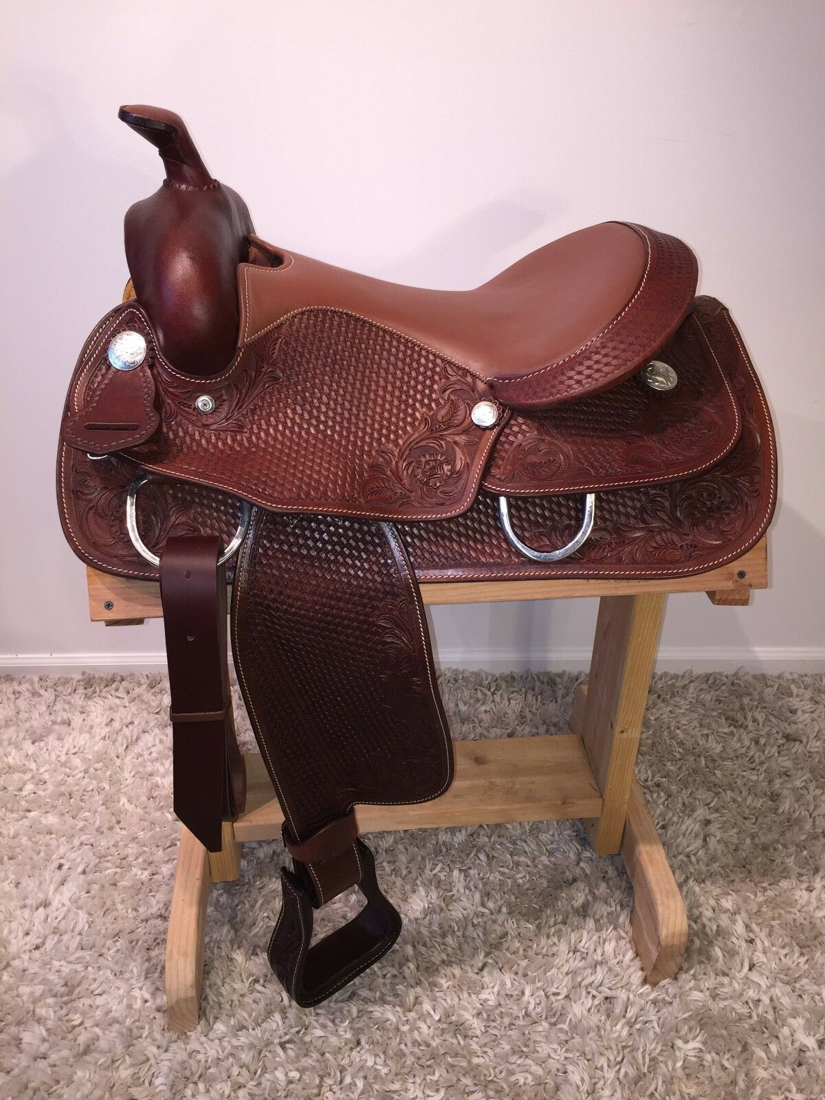 16 BENCH MADE HAND TOOLED MAHOGANY WESTERN ROPING TRAIL SADDLE  8828