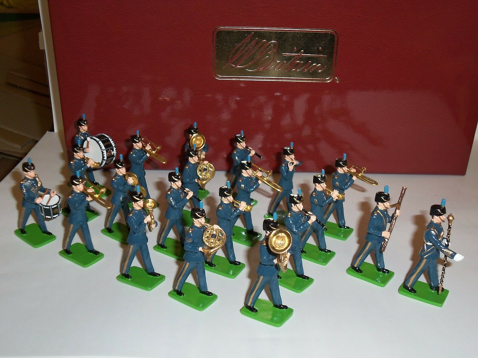 BRITAINS 41151 ROYAL AIR FORCE RAF 21 PIECE BAND METAL TOY SOLDIER FIGURE SET
