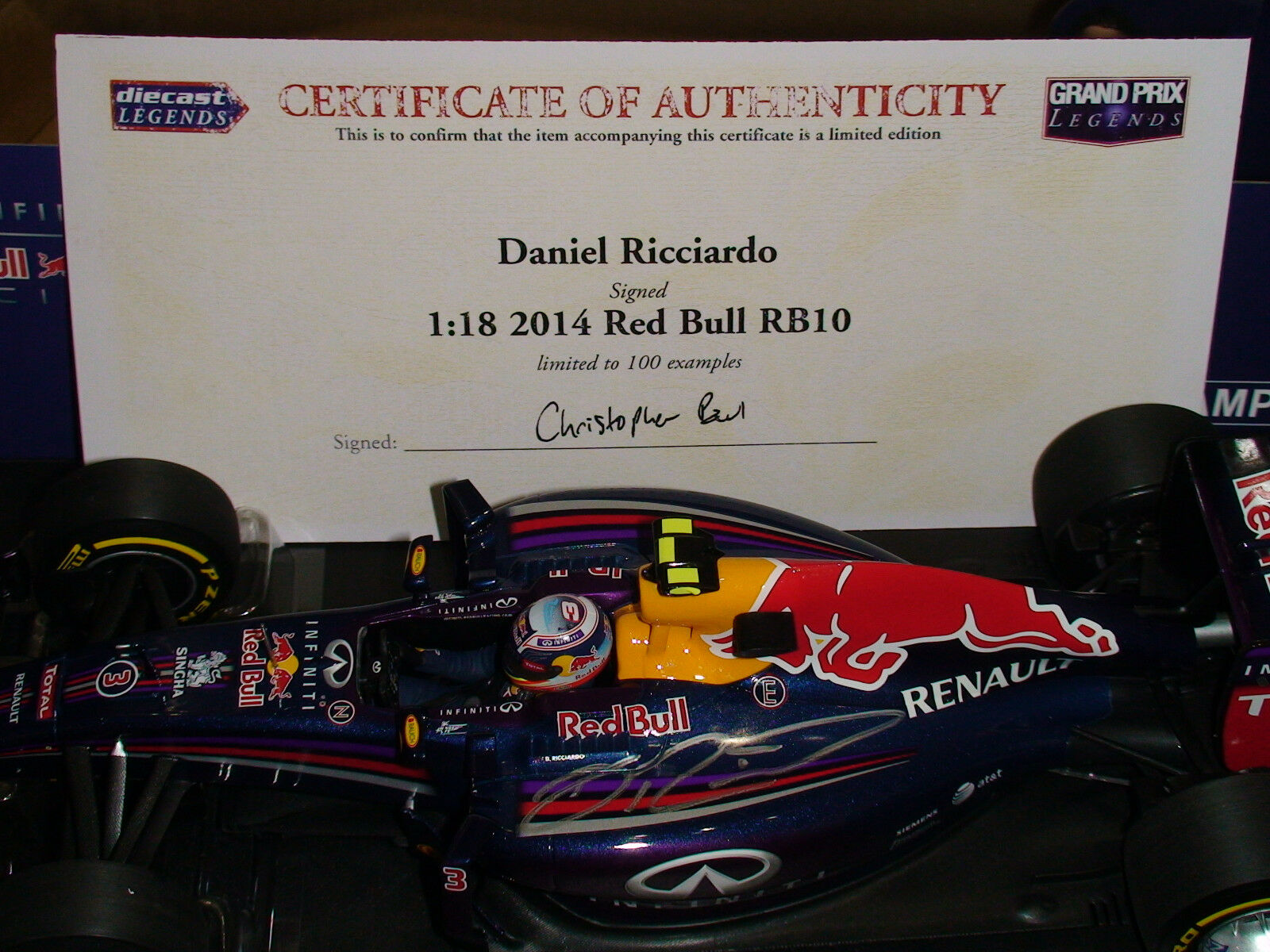 1 18 Daniel Ricciado Red Bull RB10 - Signed with COA LTD Edition of 100 - NEW