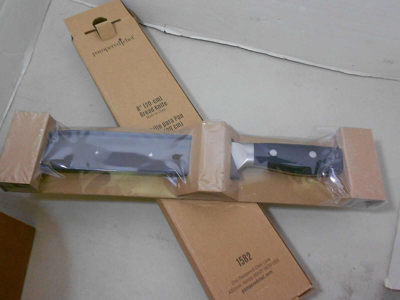 Pamperouge Chef Knives (new) 8  BREAD