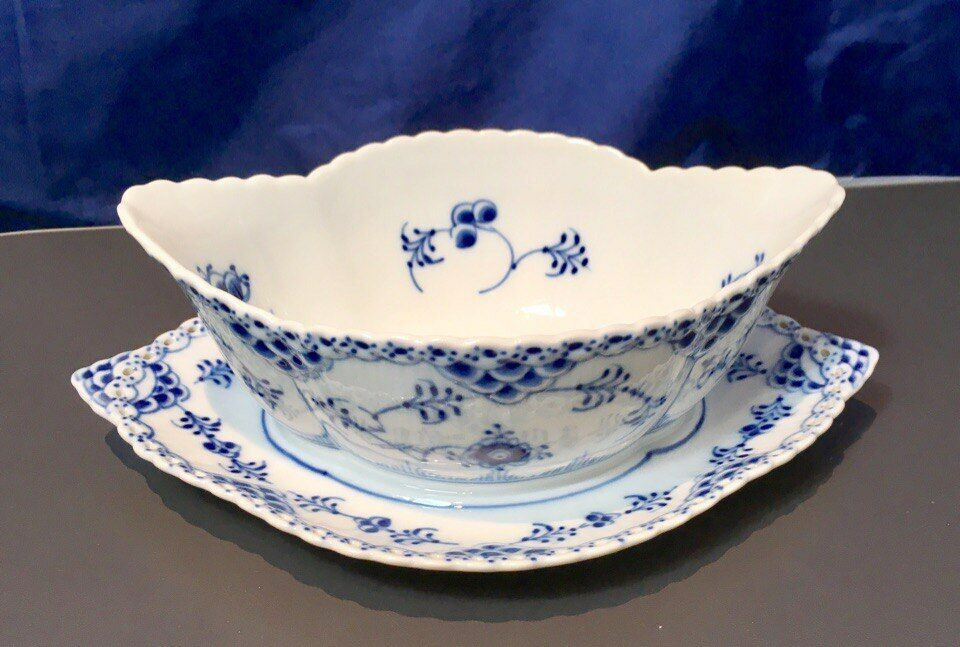 Royal Copenhagen azul Fluted Full Lace Gravy Boat with stand trimmed edge - NEW