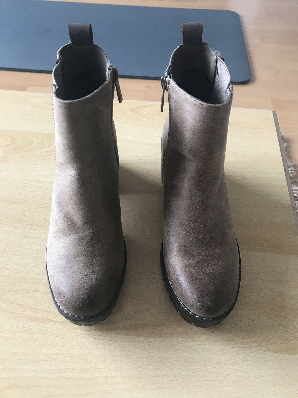 Brown Leather Mtng Boots Brand New Size 5