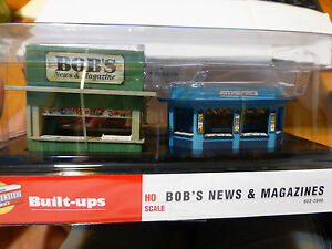 Walthers Cornerstone HO #2846 Bob's News & Magazines (Built Up) and with Figures