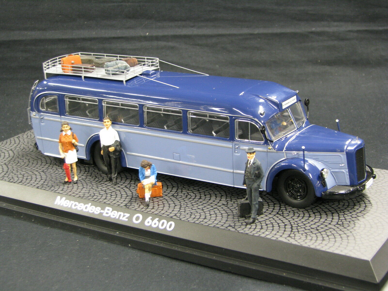 Schuco  Diorama Mercedes-Benz Bus O 6600 1 43 bleu   bleu with figurines (JS)  design simple et généreux
