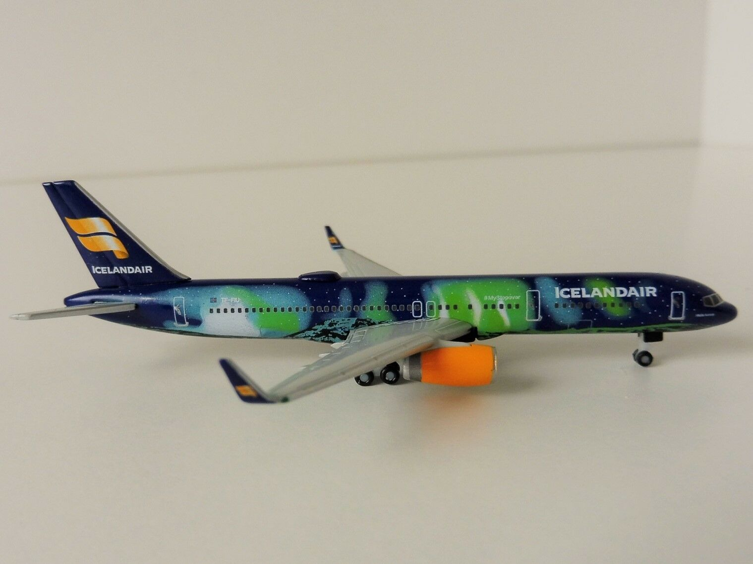 Herpa 562539/ /Icelandair Boeing 757/-200/Hekla Aurora