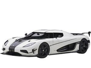 KOENIGSEGG AGERA RS WHITE & CARBON BLACK 1/18 MODEL CAR BY AUTOART 79021