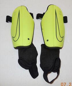Nike Youth Soccer Shin Guards Size Medium Yellow Black