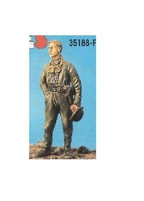 Actief Des Kit France Des188 - Member Of A Tank Crew Standing - 1/35 Resin Kit