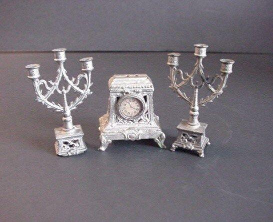 Antik Dollnhaus Miniatur Kandelaber & Kaminuhr Set