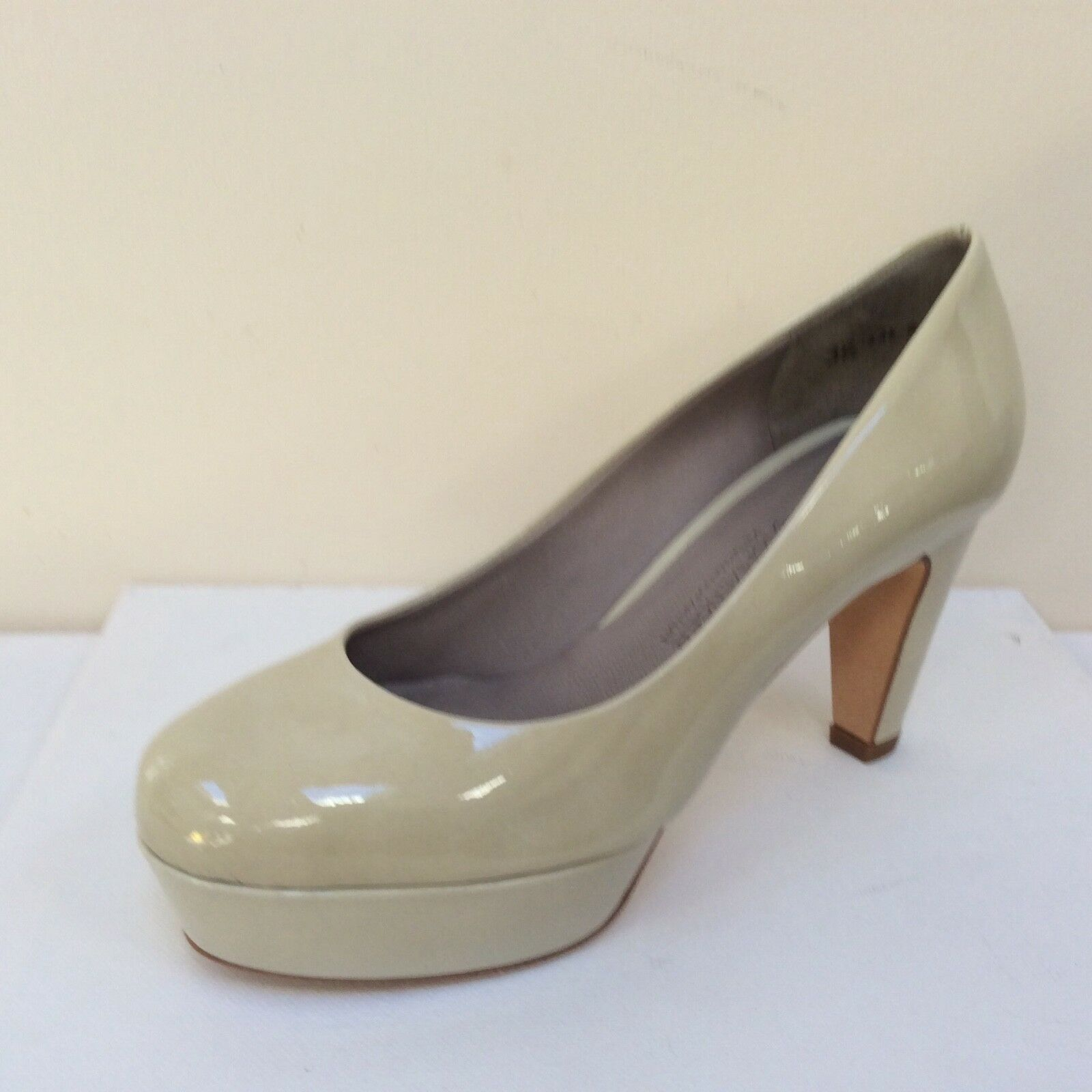 K&S Gil cream patent platform court shoes, UK  8/EU 41,    UK BNWB c2571f