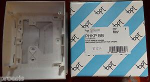 BPT-PHKPBB-62800020-soutien-chassis-mur-pour-OPHERA-Blanc-62116600