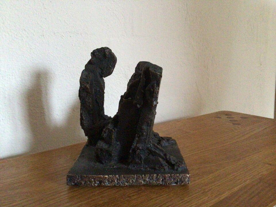 Skulptur, Thomas Andersson, motiv: Siddende mand