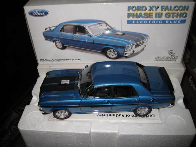 CLASSIC 1/18 FORD FALCON XY GT-HO PHASE III ELECTRIC blu  18288 HARD TO FIND